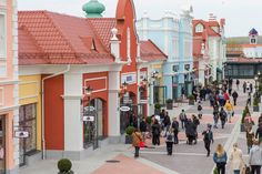 The free shuttle bus to the Designer Outlet Parndorf is also included in the Vienna Flexi PASS Designer Outlet Parndorf Shuttlebus Vienna Sightseeing Tours Vienna State Opera, Sun Holidays, Yellow Line, Restaurant Design, Designer, Branding Design, Street View, Tours, Free