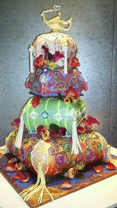 so pretty!!  I don't know about you guys, but to me, this looks like Aladdin and Jasmine's wedding cake!