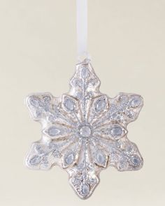 Balsam Hill's Glass Snowflake Ornament Set creates a new standard of luxury for classic Christmas ornaments. This collection of embellished ornaments was inspired by the iconic form and fine intricacies of a snowflake — a timeless symbol of the holidays.