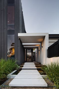 Plumbers House in Merlbourne (Australia) by Finnis Architects Copyright: Nic Granleese House Architecture Styles, Modern Architecture Design, Modern Buildings, Modern House Design, Modern Entrance, Entrance Design, House Entrance, Modern Exterior, Exterior Design