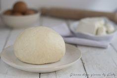 La pasta frolla alla ricotta è la ricetta alternativa alla classica frolla. Leggera e profumata è ottima per preparare biscottini o crostate.