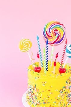 The Ultimate Guide to Birthday Candles - Birthday Cake Vanilla Ideen Yellow Birthday Cakes, 60th Birthday Cakes, Yellow Cakes, Lollipop Cake, Cupcake Cakes, Lollipop Party, Torta Candy, Bolo Tumblr, Cake Hacks