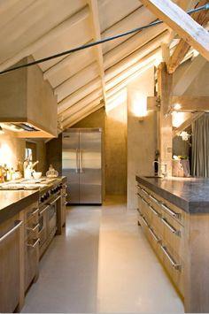 Massief 3-laags eiken hout - betonnen aanrechtbladen - Viking apparatuur - The Living Kitchen by Paul van de Kooi