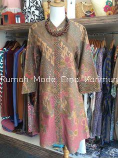 #batikidea Blouse Batik, Batik Dress, Mode Batik, Batik Kebaya, Pakistani Dresses, Kurtis, Style Guides, Dress Skirt, Blush