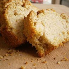 Receita fácil de Pão de Fubá caseiro sem Glúten e sem Lactose! Confira no nosso blog de receitas!