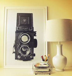 Vintage DIY wall art--get your free vintage camera(s) images created by Catherine at Design Editor--diff. Deco Studio, Engineer Prints, Black And White Prints, Black White, Ideias Diy, Vintage Cameras, Vintage Camera Decor, Vintage Diy, Bedroom Decor