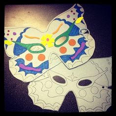 This weeks craft we made masks. Printed straight on to construction paper, kids had the choice to decorate however they likes with crayons and foam shapes and animals. With their masks on kids used other parts of their bodies to mimic animal greetings.