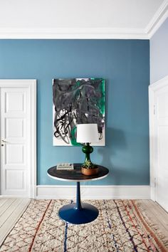 Bli med hjem til Mette Heiberg Kids Bedroom Decor, Hallway Decorating, Farrow And Ball Living Room, Hall Colour, Dining Room Blue, Blue Wall Colors, English Living Rooms, Interior Deco, Rugs In Living Room