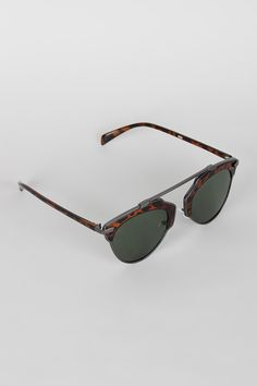 Top Bridge Butterfly Wing Sunglasses