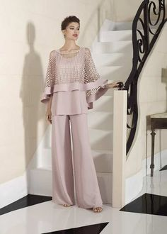 Mother Of The Bride Trouser Suits, Mother Of Bride Outfits, Mother Of Groom Dresses, Terno Casual, Fashion Pants, Fashion Dresses, Bridal Dresses, Bridesmaid Dresses, Groom Outfit