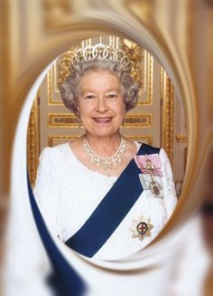 Famous | Elizabeth, Queen of England She is undoubtedly one of the most famous women on this planet, instantly recognizable with her trademark tiara.