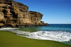 In #Hawaii, Papakolea Beach's green sand isn't because of moss or algae. The color comes from the olivine mineral that comes from volcanic activity. (Photo: Thinkstock/iStockphoto) - Click image to find more Travel Pinterest pins