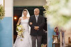 A tradição é: o pai leva a noiva para o altar, mas quem leva pra casa é o noivo!