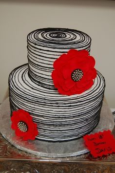 white cake, black outlines & details, big red flowers - looks like a cartoon - #playingwithfood