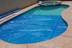Make Your Own Swimming Pool Blanket Winder: 11 Steps (with Pictures) Swimming Pool Heaters, Solar Pool Heater, Swimming Pools, Inground Pool Covers, Solar Blanket For Pool, Pool Cover Roller, Solar Pool Cover, Pool Steps, Above Ground Pool Decks