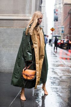 Street style à la Fashion Week printemps-été 2019 de New York © Sandra Semburg New York Fashion, La Fashion Week, Fashion Mode, Fashion Weeks, Look Fashion, Fashion Trends, Womens Fashion, Feminine Fashion, Trendy Fashion