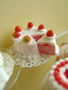 Miniature Strawberries Cake    1/12 Scale Dollhouse by snowfern, $42.00