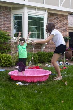 Our recipe for Giant Bubbles is perfect for making HUGE, GIGANTIC life-size bubbles! Kids will be enthralled for hours with this magical bubble solution. Bubble Games For Kids, Bubble Play, Flower Power Party, Fun Projects For Kids, Kids Crafts, Art Projects, Outdoor Party Games, Giant Bubbles, Theme Days