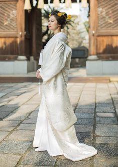 ダミー Traditional Wedding Attire, Traditional Outfits, Kimono Style, Kimono Dress, Japanese Beauty Hacks, Wedding Kimono, Wedding Dresses, Japan Woman, Japanese Wedding