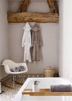 Exposed beams in bathroom