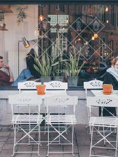 Une rencontre en Belgique en plein février ? Même pas peur ! Après un petit sondage sur les réseaux sociaux, vous avez été nombreux à choisir la ville de Bruges, loin devant Gand et Anvers. On lance alors un appel et c'est Laura qui nous a invité à découvrir Bruges à ses côtés. Grande voyageuse …