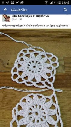 This Pin was discovered by fet Crochet Squares, Crochet Granny, Crochet Motif, Crochet Designs, Easy Crochet, Crochet Patterns, Crochet Purses, Flower Applique, Crochet For Beginners