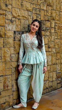 fake actress sara ali khan image at DuckDuckGo Kurti Designs Party Wear, Kurta Designs, Dress Indian Style, Indian Outfits, Indian Gowns, Indian Wear, Stylish Dresses, Fashion Dresses, Fashion Wear