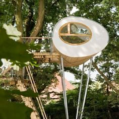 Amazing tree house, the side looks like an egg-shape - by architecture baumraum / Baumhaus Luxury Tree Houses, Cool Tree Houses, Tree Hut, Egg Tree, Tree House Designs, Unusual Homes, Beautiful Buildings, Play Houses, My Dream Home