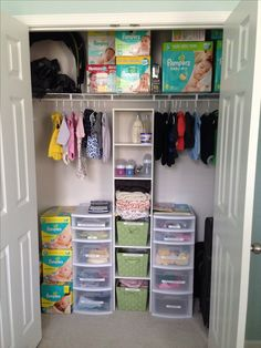 Nursery Closet Organization Tips, Baby Clothes Storage Ideas & Small Closet Organization Hacks To TOTALLY Organize The Baby Closet… Even if you're on a budget – Want to easily organize … Baby Nursery Closet, Baby Nursery Diy, Nursery Twins, Baby Boy Nurseries, Baby Closets, Diy Baby, Baby Twins, Babies, Small Twin Nursery