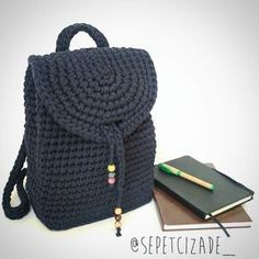 203 отметок «Нравится», 4 комментариев — Labrigo (@labrigodesign) в Instagram: «Hermoso bolso hecho por @sepetcizade_ --- - - - #Knittedbag #HandmadeBag #trapillo #tshirtyarn…»