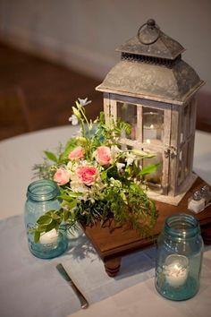 Bonjour mes belles mariées ! _flower_) Que diriez-vous de commencer la journée en regardant ces superbes centres de table qui sont parfaits pour un mariage en été ? Lequel sera le vôtre ? 1) 2) 3) 4) 5) 6) 7) 8) 9) 10) 11) 12) 13) 14) 15) 16) 17) 18)