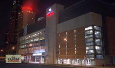 Le Centre Molson est le centre sportif, culturel et d'affaires le plus important au Québec. A chaque année, le domicile du Club de hockey Canadien attire près de 850 000 spectateurs pour ses matchs de hockey alors que 650 000 spectateurs assistent aux quelque 120 spectacles pour un total de 1,5 million de spectateurs. Le Centre Molson est également le domicile du Rocket de Montréal de la Ligue de hockey junior majeur du Québec et de L'Xpress de Montréal de la Ligue nationale de crosse.