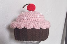 Crochet cupcake hat for baby Crocheted Hats, Crochet Baby Hats, Crochet Beanie, Knit Crochet, Crochet Crafts, Crochet Ideas, Crochet Projects, Crochet Cupcake Hat, Baby Boutique
