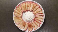 2 porsjoner bakte eplebiter m. vaniljekesamn 2 epler 2-3 ts kanel 30g mager vanilje kesam Slik gjør du det: Kutt eplene i båter og fjern kjernen. Fordel på stekebrett og dryss kanel over. Stekes i ovnen på 200g i 15min til eplebåtene er blitt myke. Server med en dæsj vaniljekesam.