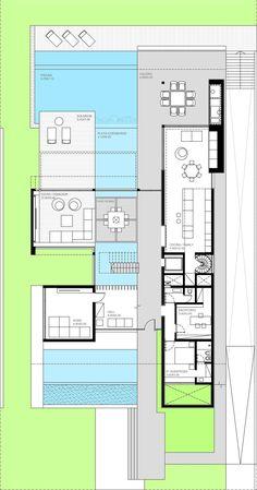 Esta casa está ubicada en un club náutico de 16 hectáreas con excelentes vistas al canal y amarra propia. Fue resuelta en tres niveles, posicionándose sobre el lote a partir de dos grandes volúmenes.