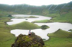 Ilha do Corvo - Açores - A edição belga e holandesa da revista «National Geographic» considerou os Açores como o local mais belo do Mundo numa lista de 20 locais para realizar férias ou viagens de negócios em 2016. A prestigiada revistasalientou a existência de um turismo sustentável que permite aos visitantes manterem um contacto com a natureza em plena harmonia.…