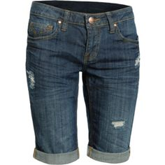 In the summer, I love to wear jean bermudas. Although I don't like them this distressed when I buy them. Cool Outfits, Fashion Outfits, Amazing Outfits, Modest Shorts, Distressed Denim Shorts, Cool T Shirts, Style Me, Bermuda Shorts, Personal Style