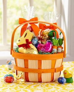Just a few days left to order Easter basket fillers and gifts at Lindt.com. Hop to it!
