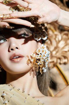 Thailand Princess, Black Pink Kpop, Blackpink Lisa, Airport Style, Korean Girl Groups, South Korean Girls, Kpop Girls, Barbie Dolls, Mac Cosmetics
