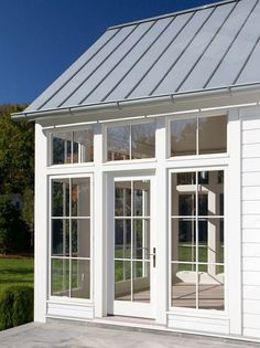 Modern Farmhouse Design, Pictures, Remodel, Decor and Ideas - Metal roof for the Hog house & Pool house Modern Exterior, Exterior Design, Sunroom Addition, Farmhouse Addition, Garage Addition, Sunroom Decorating, Sunroom Ideas, Sunroom Office, Modern Farmhouse Design