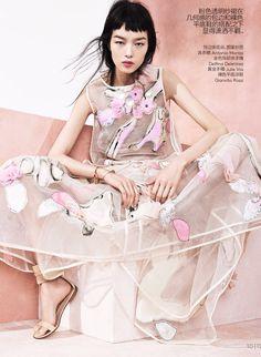 Vogue China May 2014   Fei Fei Sun by Sharif Hamza