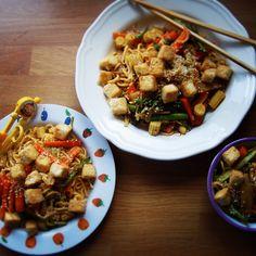 Asparagus and tofu stir fry recipe Tofu Stir Fry, Stir Fry Recipes, Fast And Furious, Kung Pao Chicken, Family Meals, Asparagus, Fries, Ethnic Recipes, Food