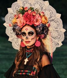 35 Wonderful Sugar Skull Makeup Ideas To Win Halloween 35 Wonderful Sugar Skull Makeup Ideas To Win Halloween<br> While I'm still unsure about what I want to be for Halloween this year, my best friend has had her … Sugar Skull Costume, Sugar Skull Makeup, Halloween This Year, Fete Halloween, Halloween 2020, Halloween Costumes, Halloween Stuff, Halloween Ideas, Day Of Dead