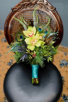 beautiful bouquet with peacock flowers, just like I wore in my hair on our wedding Green Peacock, Peacock Theme, Peacock Wedding, Wedding Blue, Our Wedding, Wedding Ideas, Feather Bouquet, Blue Bouquet, Bouquet Flowers