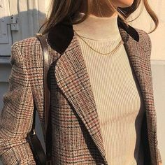 Combining well thought out detail and masculine checks this blazer has it all! Fall Outfits, Casual Outfits, Cute Outfits, Look Fashion, Fashion Outfits, Fashion Tips, Fall Fashion, White Fashion, French Fashion
