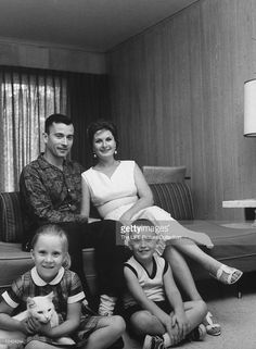 John Young and family Space Astronauts, Nasa Astronauts, Project Mercury, Apollo Space Program, Space Movies, Nasa History, Neil Armstrong, Vintage Space, Space Travel