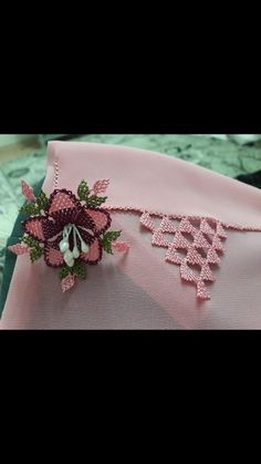 Needle Lace, Lace Making, Eminem, Tatting, Knots, Elsa, Diy And Crafts, Brooch, Embroidery