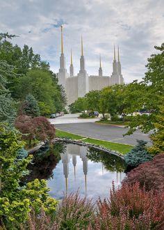 washington dc temple and pool