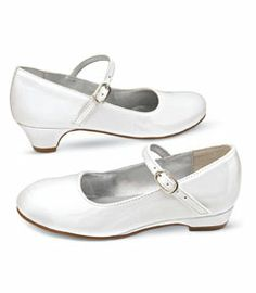 angel mary janes - this classic special occasion shoe makes a girl feel pretty and grown up. First Communion Shoes, Holy Communion Dresses, Summer Outfits, Girl Outfits, Summer Clothes, Special Occasion Shoes, Sock Shoes, Mary Janes, Kids Fashion