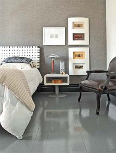 Os tons de cinza são predominantes neste quarto de solteiro -